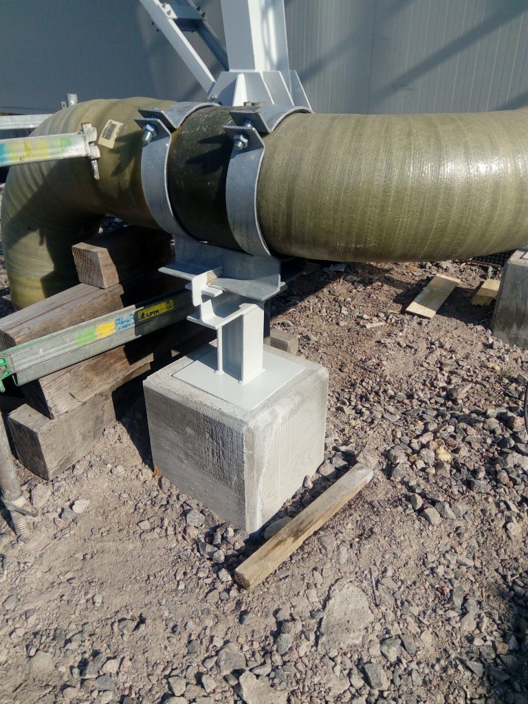 Metal pipe support